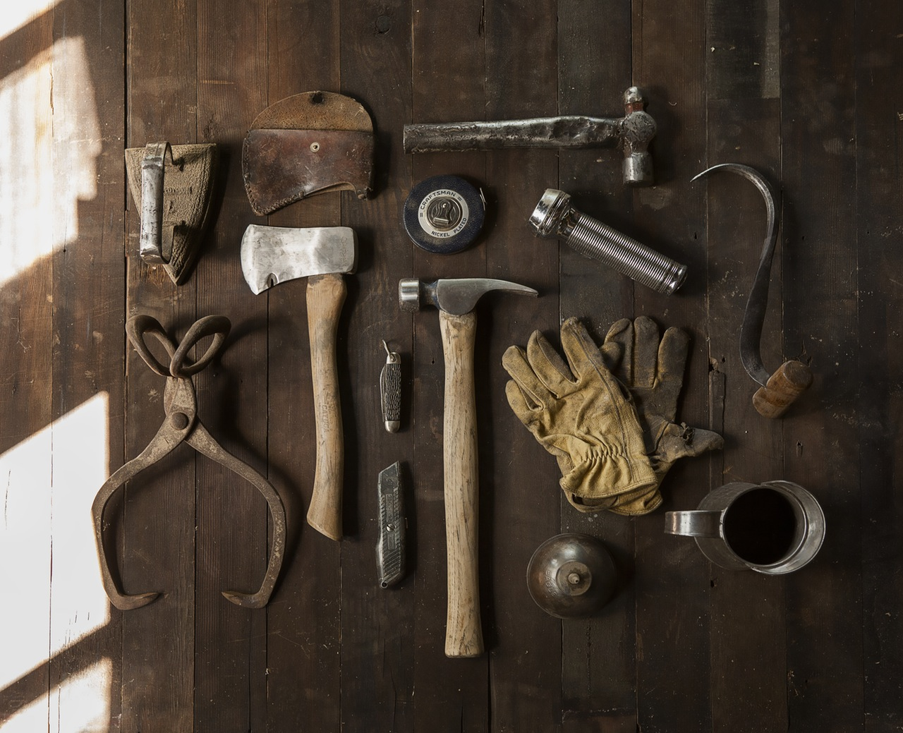 construction-work-carpenter-tools-1