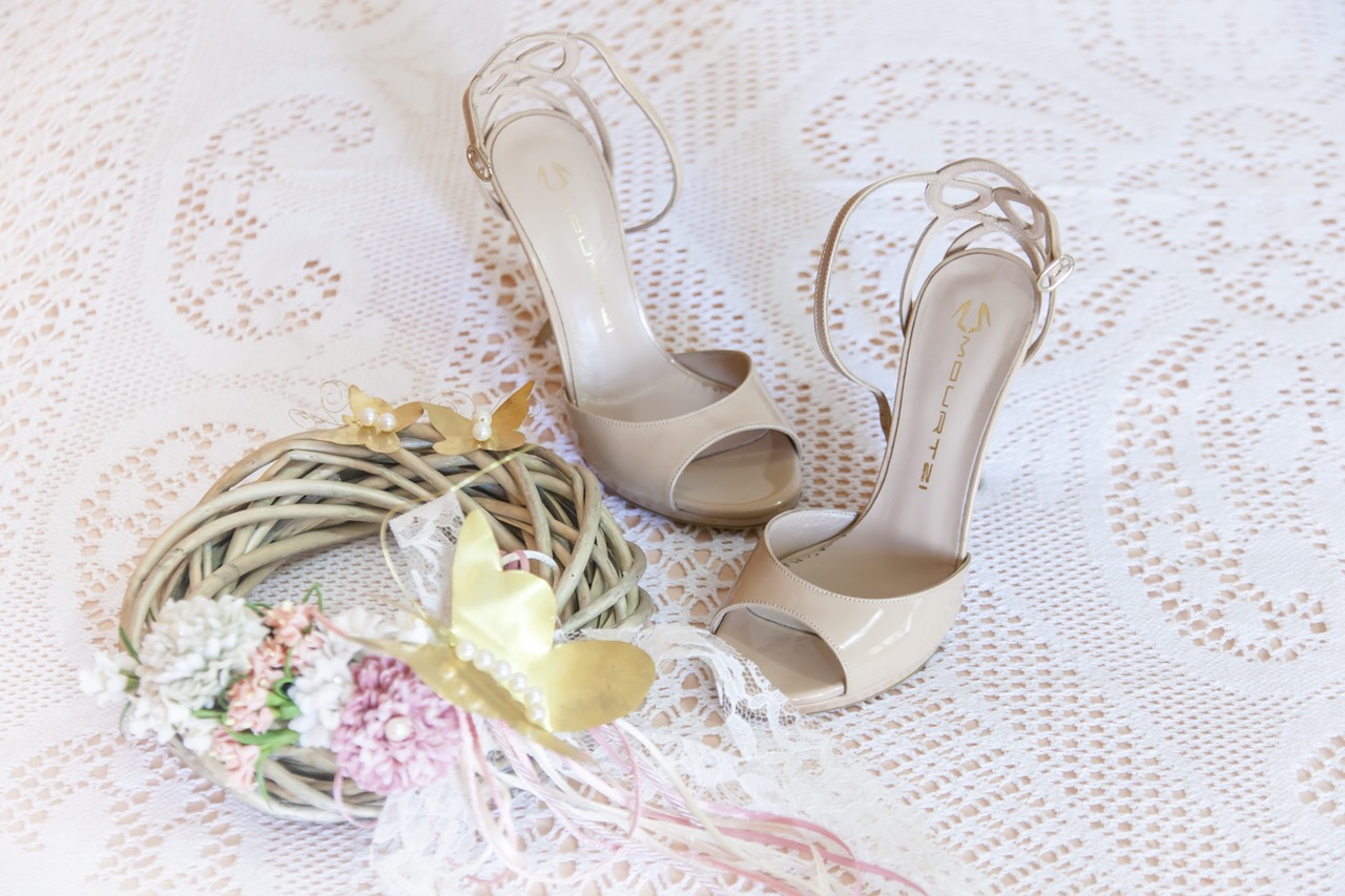 woman-sandals-wedding-dresses-bride-158000