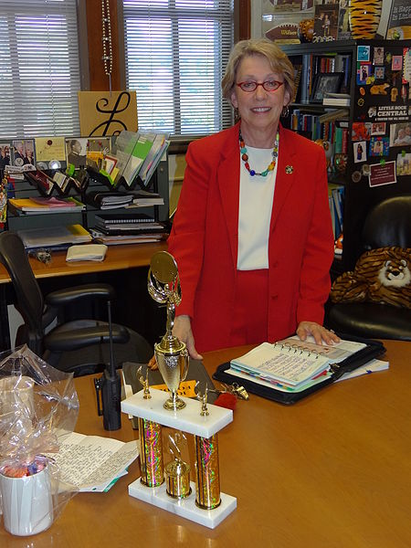 450px-nancy_rousseau_-_principal_of_central_high_school_-_in_her_office_-_little_rock_-_arkansas_-_usa