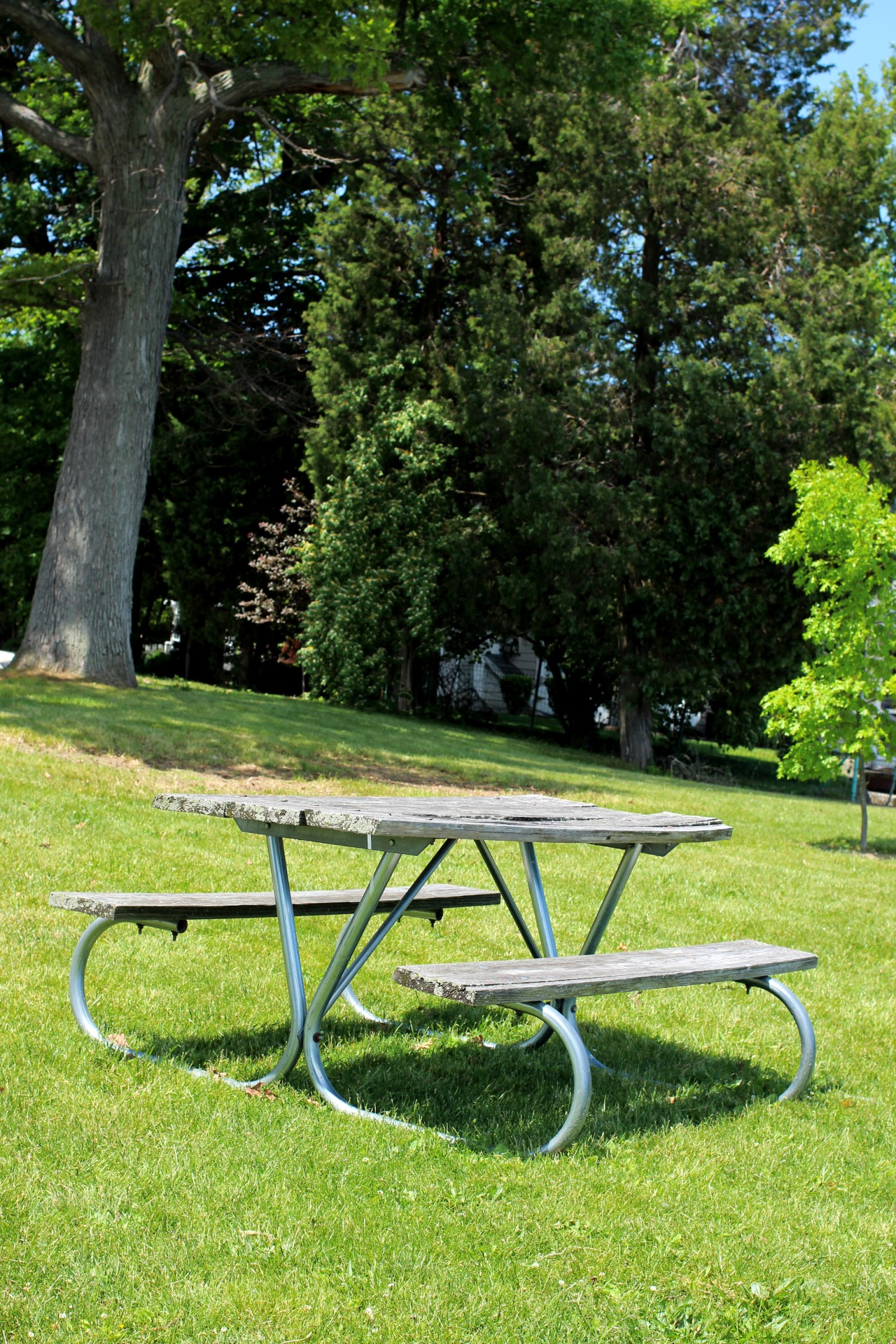 picnic-bench-on-slope