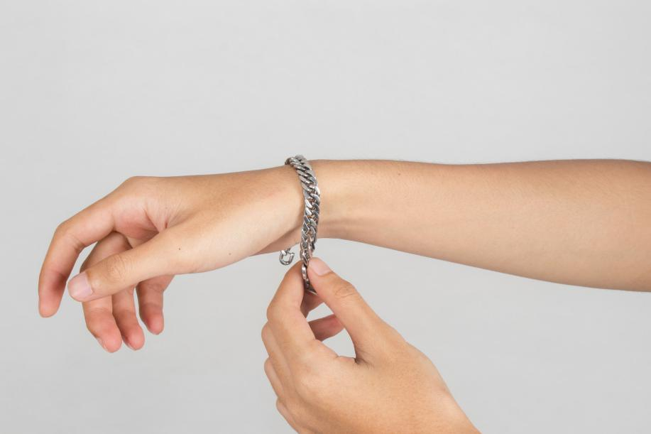 How to Wear Stainless steel jewelry